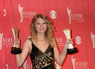Taylor Swift VS Adele: New Celebrity Rivalry Begins?
