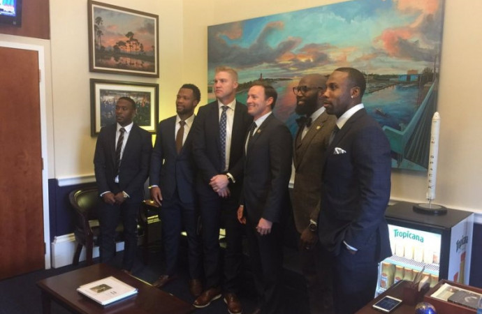5 NFL players travel to Capitol Hill to discuss community-police relations