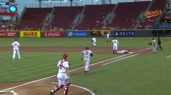 Strange play in Orioles-Reds game confuses pretty much everyone