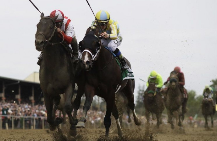 Cloud Computing wins the 2017 Preakness Stakes in stunning fashion