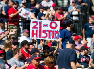 Indians tie 'modern' record with 21st straight win