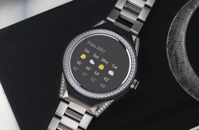 There\'s finally a smartwatch for watch aficionados