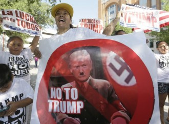Latinos protesters clash with supporters at Trump rally in Dallas