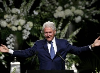 Bill Clinton: Honor Muhammad Ali by sharing your gifts